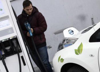 Dotácie pre elektromobily pokračujú, ich zástancovia dúfajú v modernizáciu priemyslu